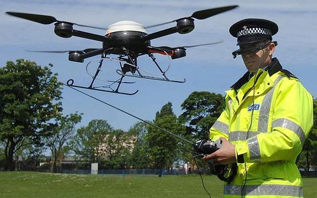 Politieman met drone