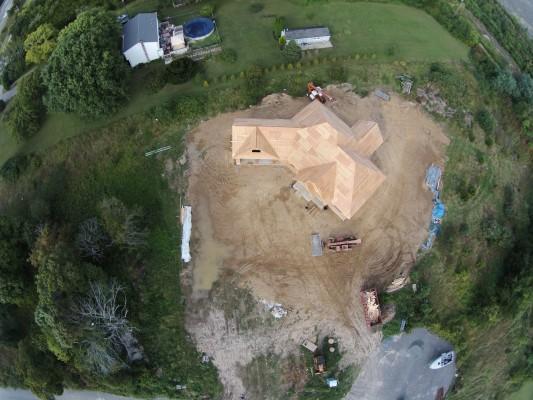 Een foto van de verbouwing, net voordat de drone werd neergeschoten