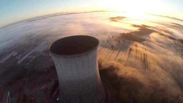 Drone boven kerncentrale