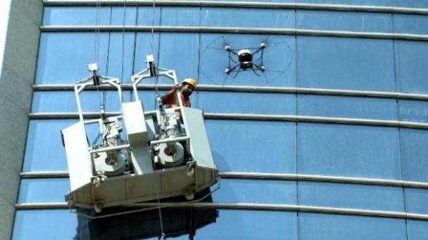 Drone redt glazenwasser