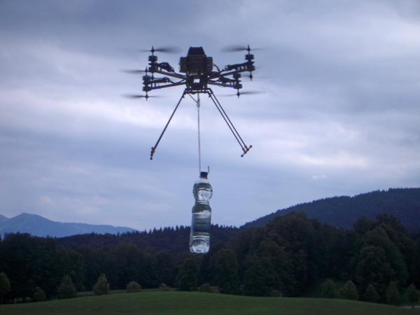 Een krachtige octocopter kan een paar kilo aan payload vervoeren. Foto CC-BY-SA HCI2, 2013
