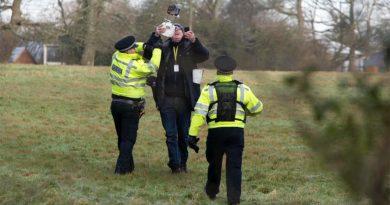 Dronejournalist opgepakt in Surrey. Foto: Darren Cool