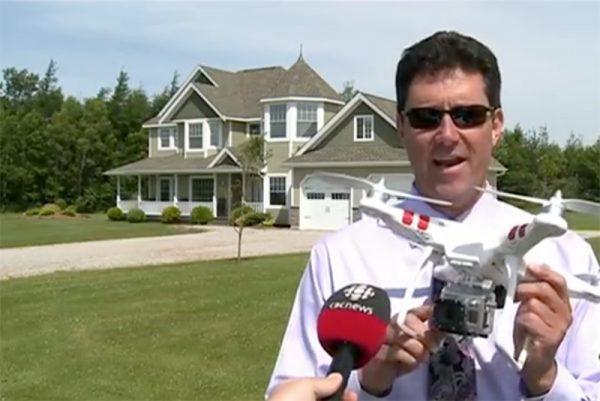 Een makelaar vertelt over het gebruik van drones voor zijn praktijk. Bron: screenshot CBS interview