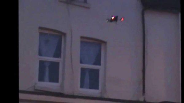 Drone voor slaapkamerraam