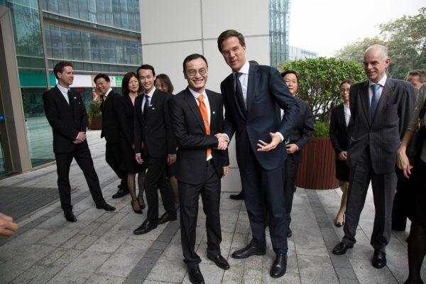 Handen schudden met DJI-ceo Mark Wang