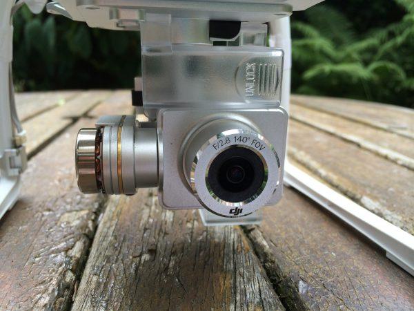 De f/2.8, 14 MP 140° fisheye camera