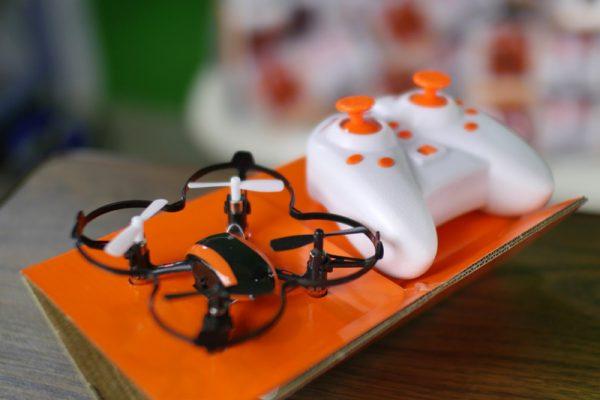 Deze mini-drone mag je na de workshop mee naar huis nemen! (zo lang de voorraad strekt)