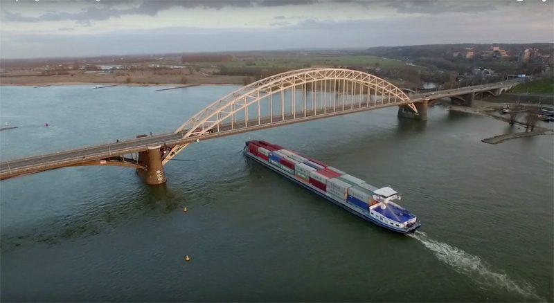 Still uit 'Nijmegen, waalbrug en Lent' (YouTube, holland on air)