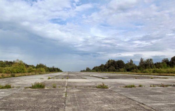 Een in onbruik geraakte start- en landingsbaan