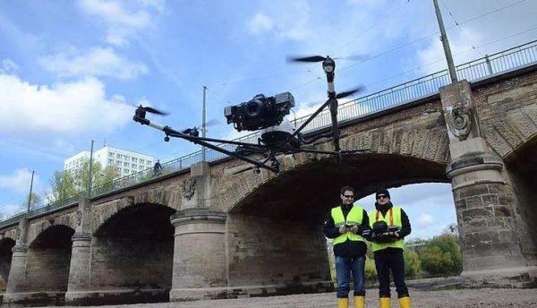 Drones worden steeds vaker ingezet om bruggen te inspecteren. Foto: AscTec