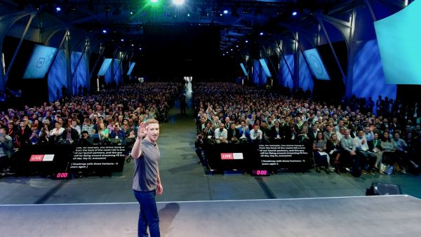Facebook-ceo Mark Zuckerberg presenteert livestreaming vanuit een DJI drone. Foto: DJI