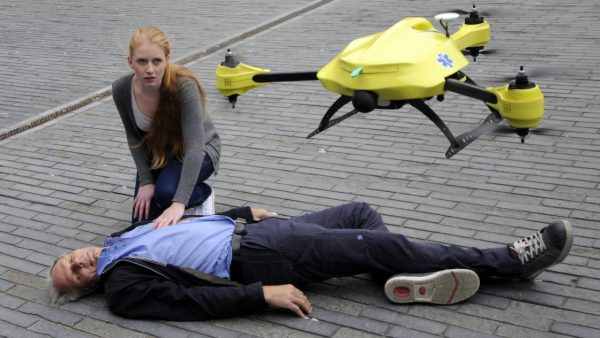 Ambulance-drone met AED