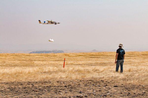 Een recente foto van een delivery door een Project Wing-drone. Bron: Alphabet