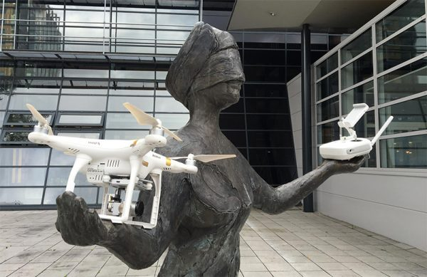 vrouwe-justitia-met-drones