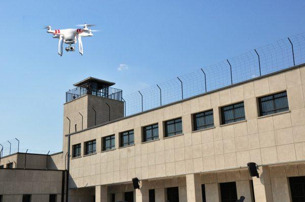 drone-bij-gevangenis